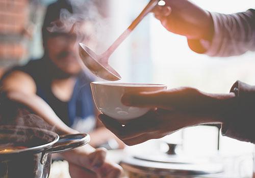 Essas Sopas De Keto Vão Mantê-Lo Aquecido Sem Os Carboidratos